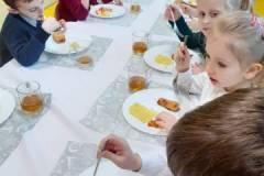 2020-ochronka-pilzno-obiad-starszakow-1