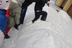 2021-ochronka-pilzno-zabawy-sniegowe-10