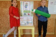 nauczyciel-uczy-dzieci-pazdziernik_2020-1