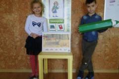 nauczyciel-uczy-dzieci-pazdziernik_2020-11