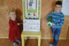 nauczyciel-uczy-dzieci-pazdziernik_2020-13