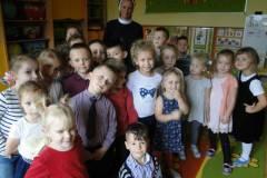 nauczyciel-uczy-dzieci-pazdziernik_2020-16