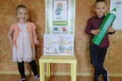 nauczyciel-uczy-dzieci-pazdziernik_2020-2