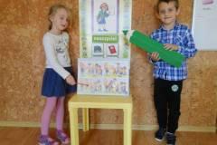 nauczyciel-uczy-dzieci-pazdziernik_2020-3