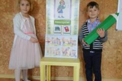 nauczyciel-uczy-dzieci-pazdziernik_2020-7